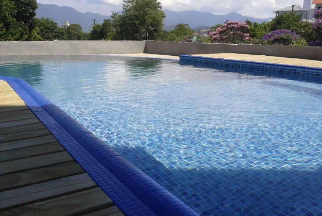 Piscina de vinil o que vantagens e fotos para se inspirar for Material piscina barato