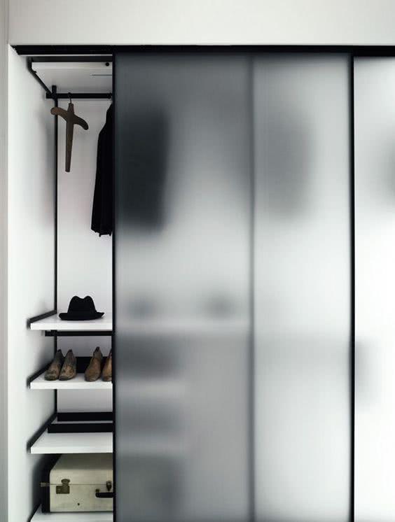 Porta de correr para armário