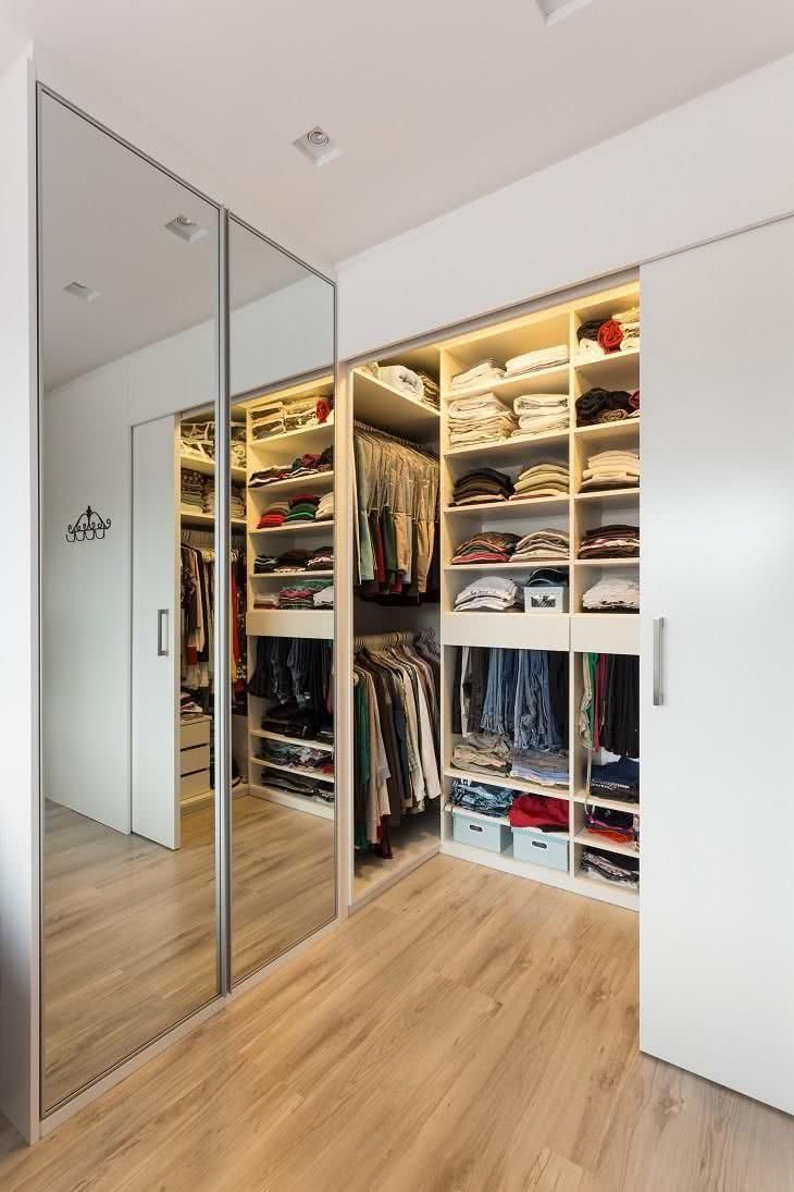 Privacidade no closet com a porta de correr