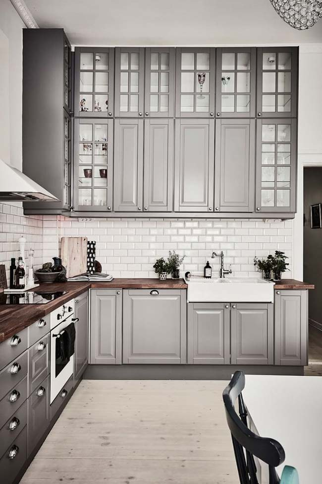Marcenaria clássica e rústica com a cor da decoração moderna: o cinza