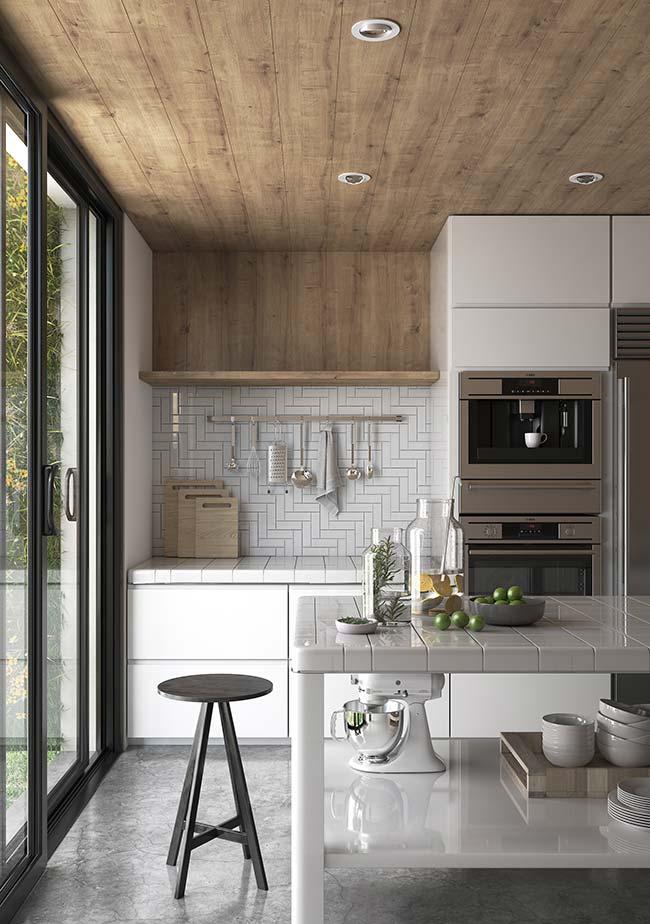 Se não fosse pela madeira no teto, essa cozinha seria a cara do estilo industrial moderno