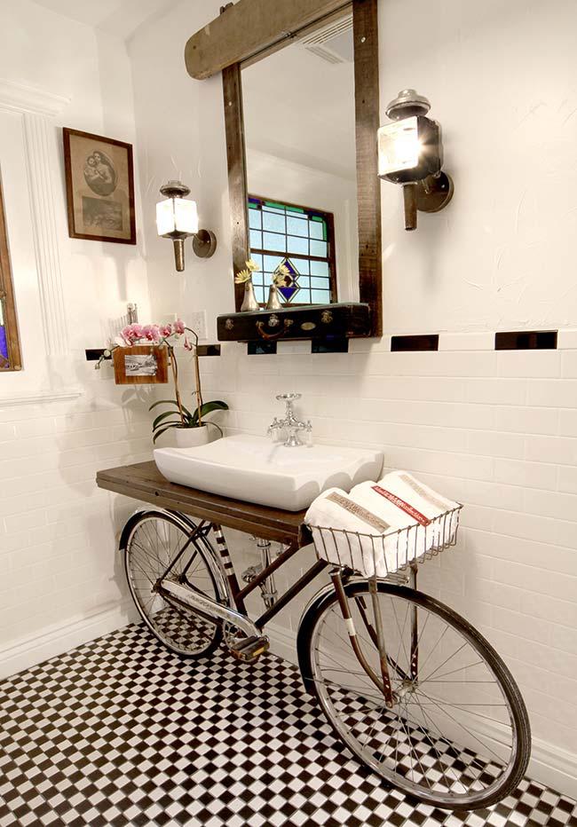 Banheiro com decoração rústica