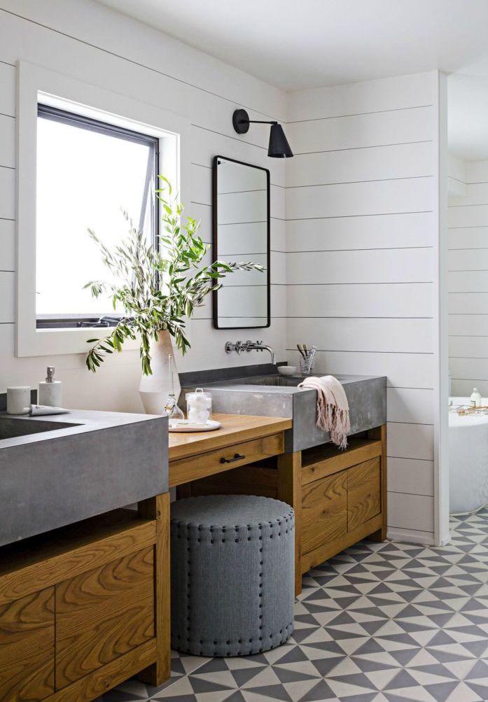 Nesse banheiro, o mix entre rústico e moderno é evidente