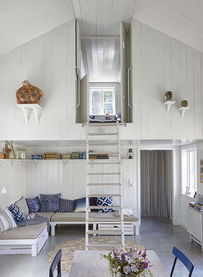 Casa rústica toda revestida com madeira branca