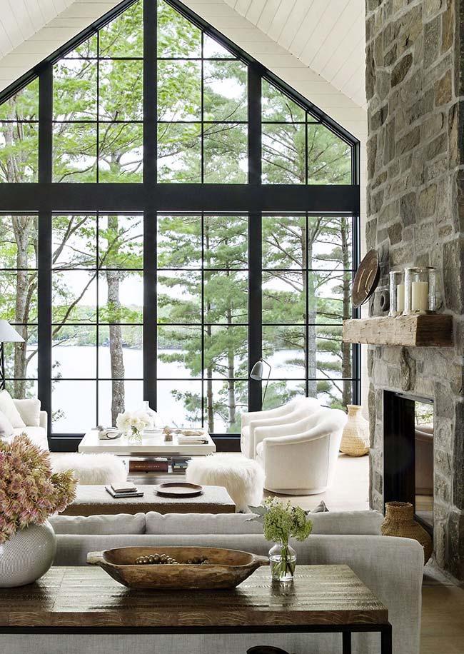 Decoração rústica: janela ampla deixa o ambiente ainda mais claro e suave