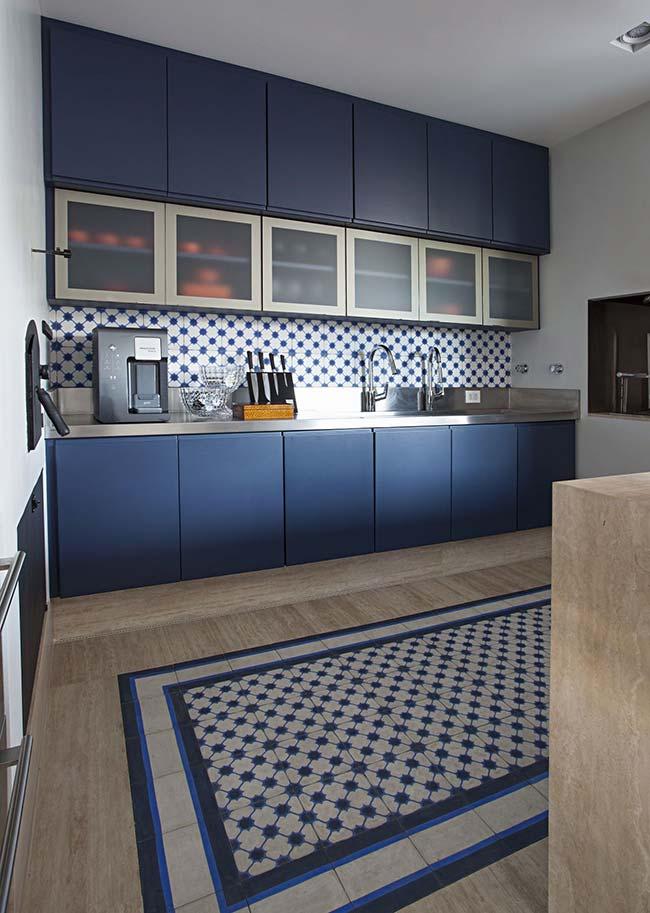 Tapete na cozinha com azulejo português