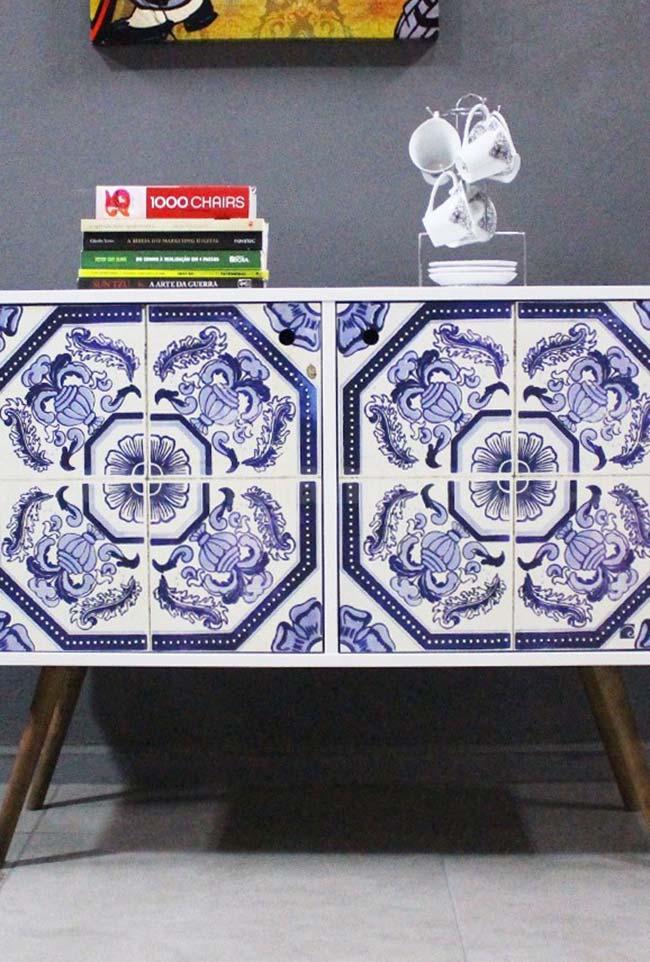 Estampa de azulejo português no móvel