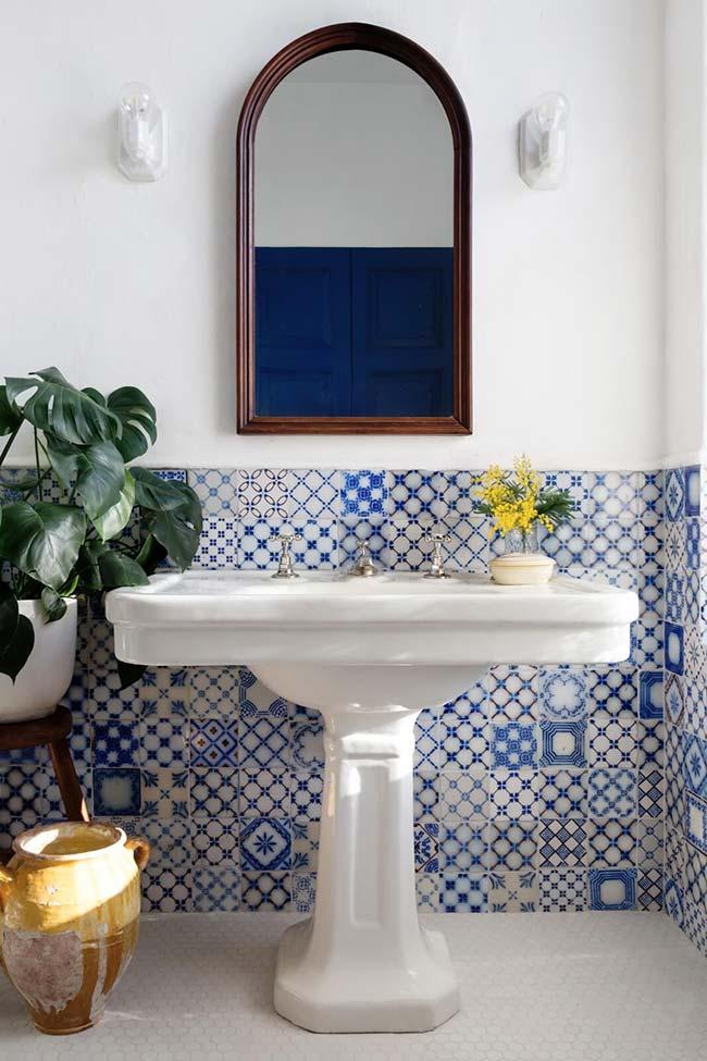 Elementos retrô com azulejo português
