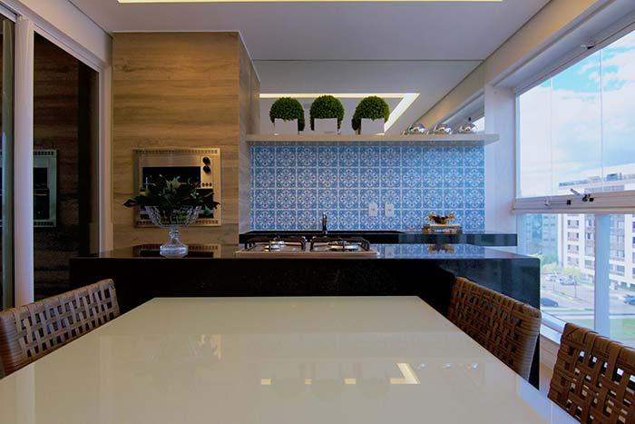 O azulejo portuguêstem uma capacidade incrível de deixar os ambientes mais acolhedores e confortáveis