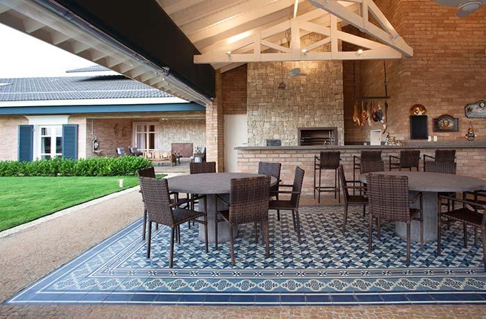 Tapete de azulejo português na varanda gourmet