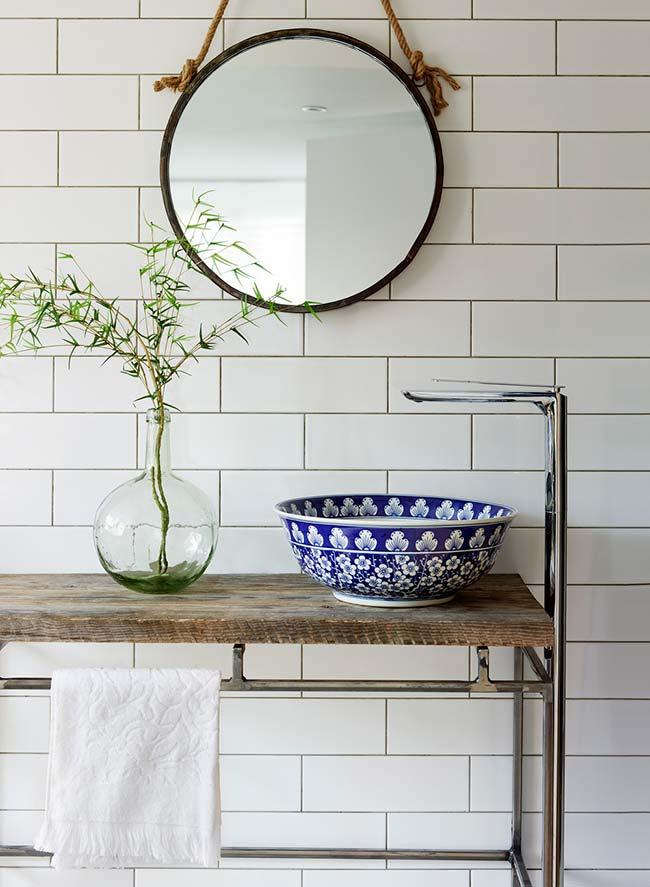 Influência do azulejo português na cuba do banheiro