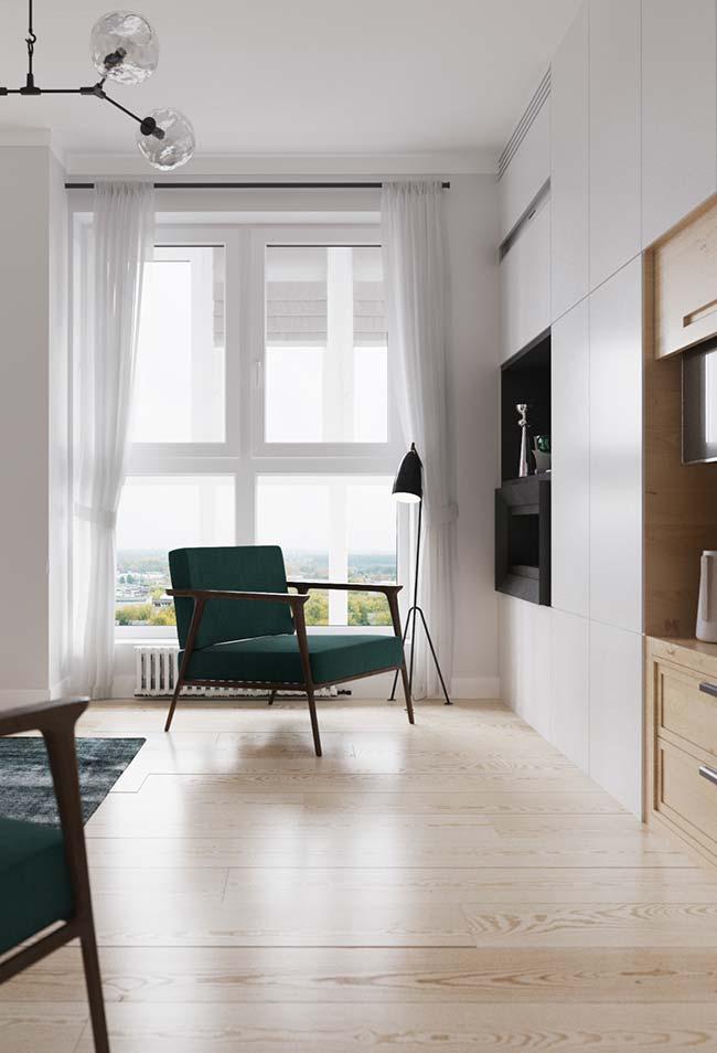 Uma cortina de voil branco é aposta certeira para quem deseja um ambiente neutro, clean e suave