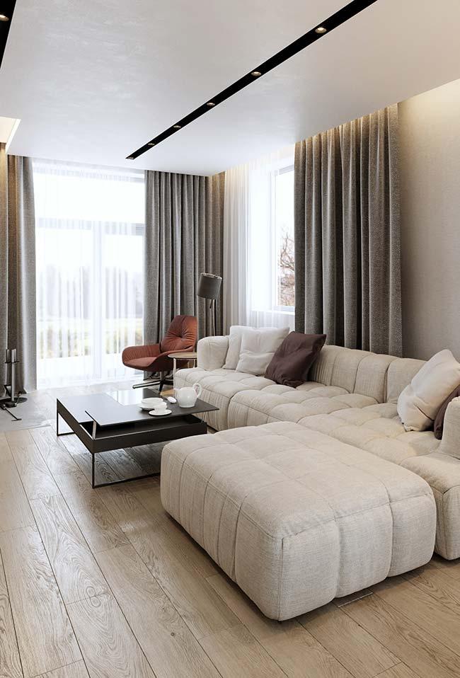 A sala fica mais elegante com a cortina dentro do cortineiro embutido e iluminado de gesso
