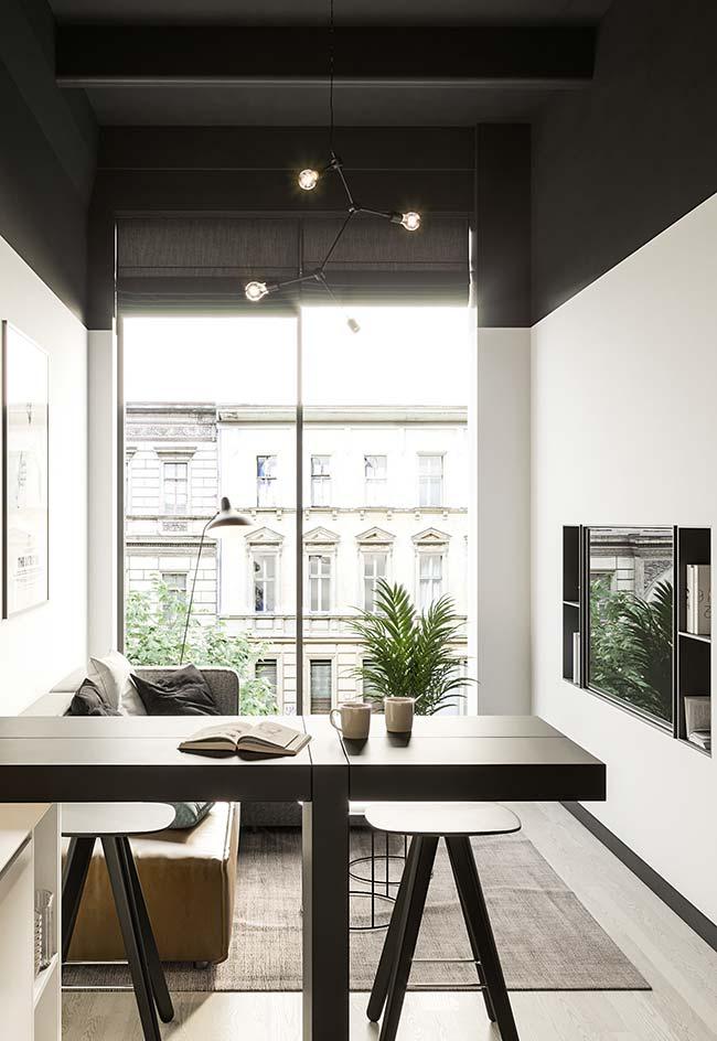 Cortina para sala: a janela ampla conta com uma persiana romana de tecido