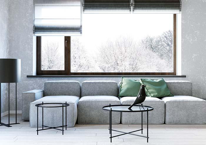Para uma sala minimalista, nada melhor do que uma persiana romana de tom neutro