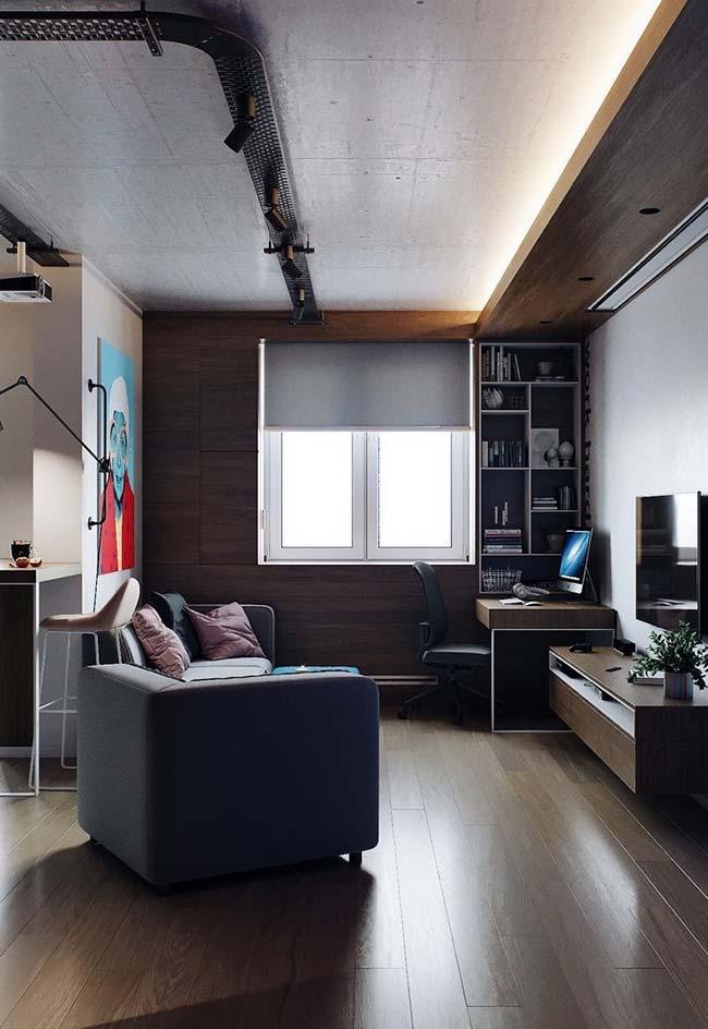 A persiana de rolo tem um papel importante na decoração dessa sala, além, é claro, de bloquear a luminosidade