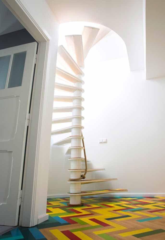 Outro exemplo que utiliza o mesmo material do piso nos degraus da escada