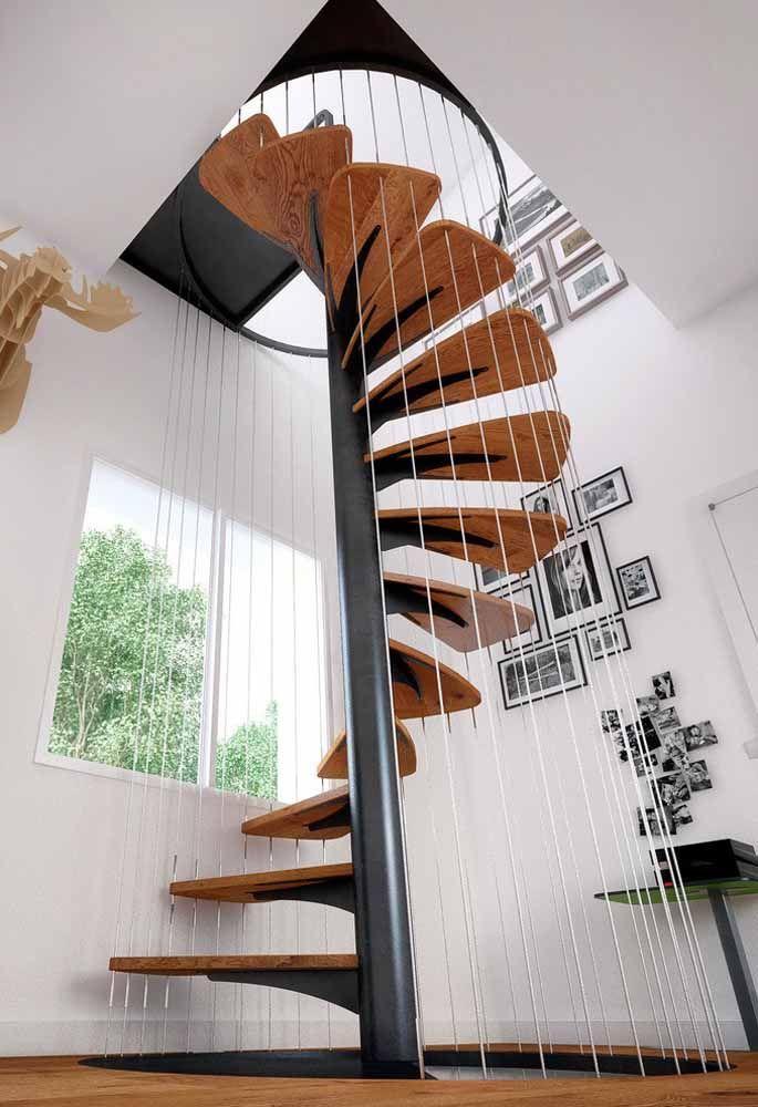 Outro exemplo de escada que faz a ligação com 3 pavimentos
