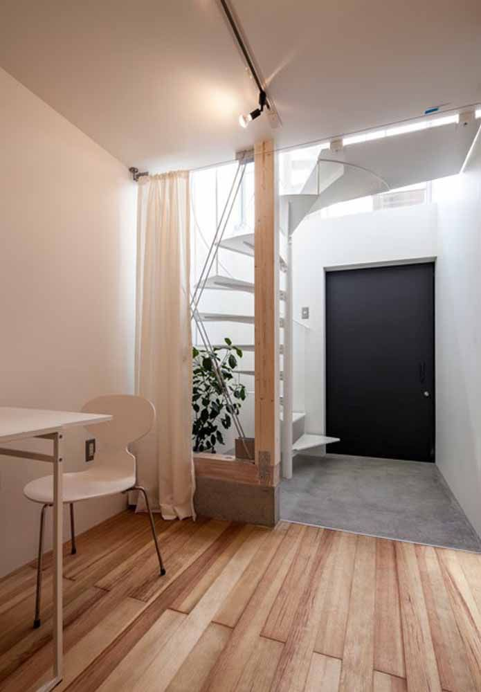 Modelo de escada caracol minimalista: aqui, o uso de degraus com espessura fina
