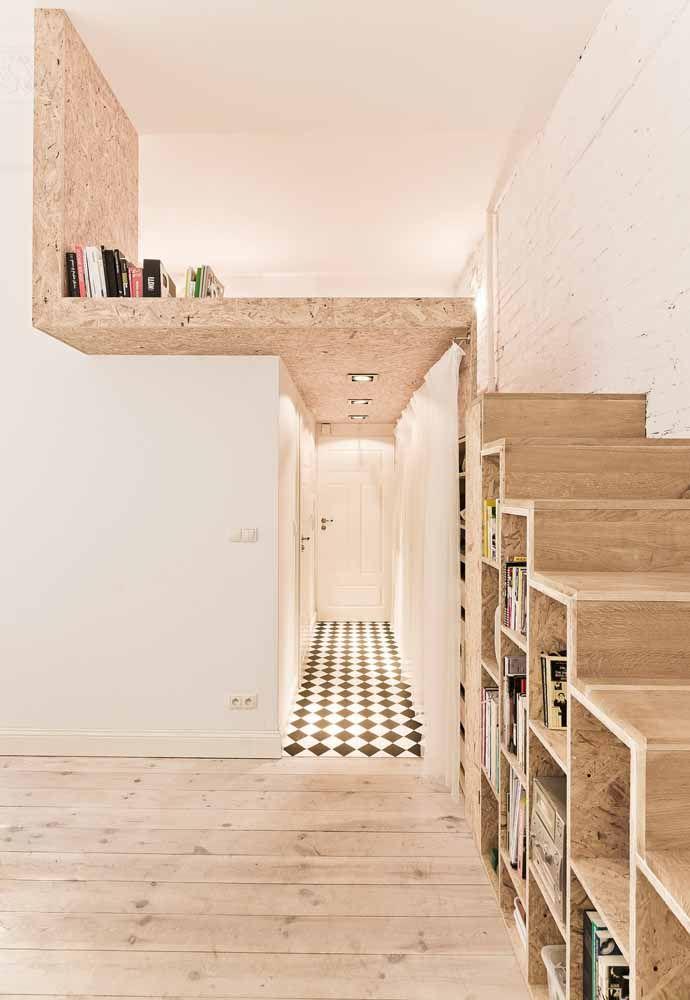 O piso com desenhos geométricos ajuda a ampliar o cômodo