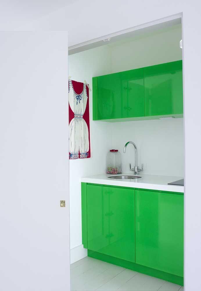 Se você gosta de ousar, que tal comprar móveis na cor verde?