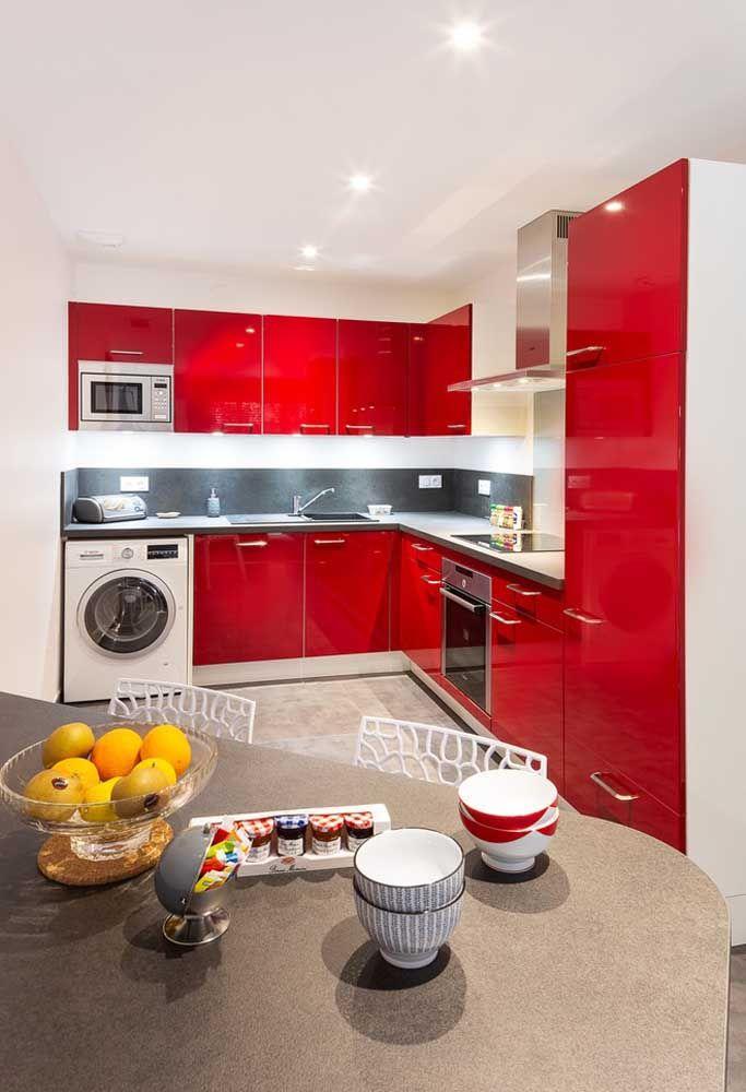 Ou investir em uma cozinha totalmente vermelha?