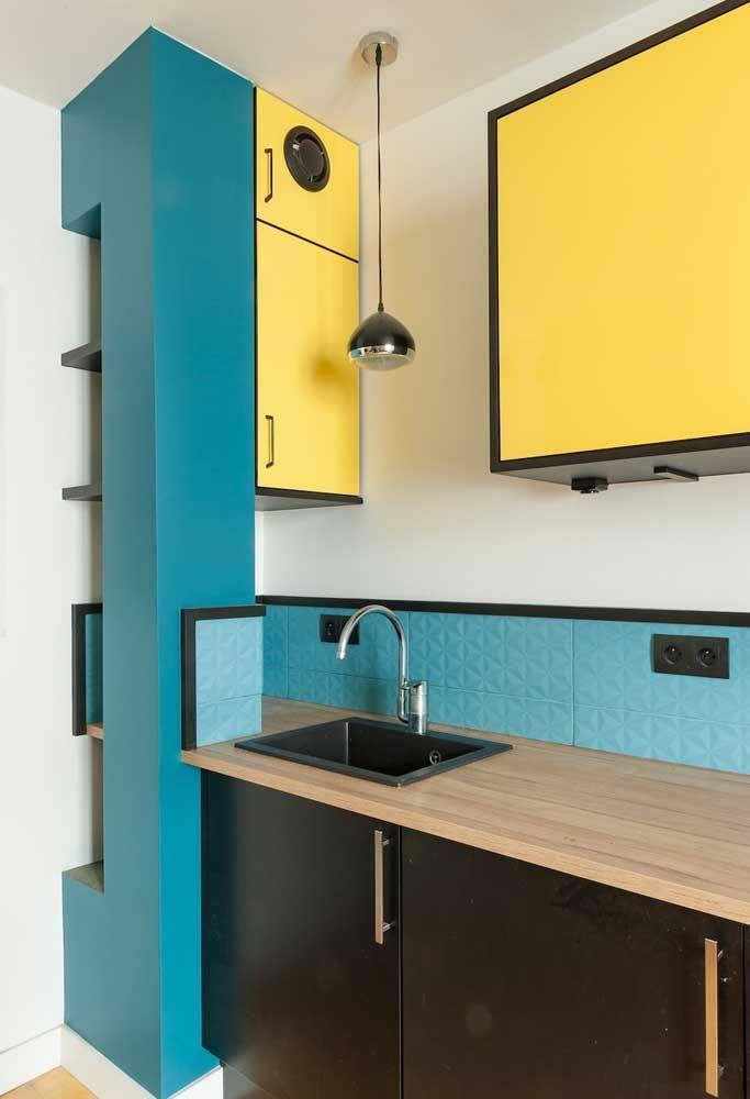 Para fugir do tradicional, aposte no contraste das cores azul e amarelo.