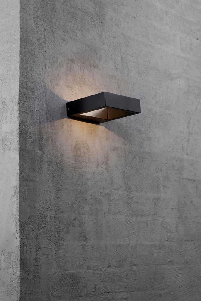 Arandela externa moderna simples com iluminação em dois fachos