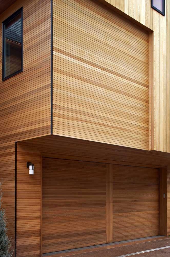 Arandela externa simples para iluminar a parede da garagem da casa