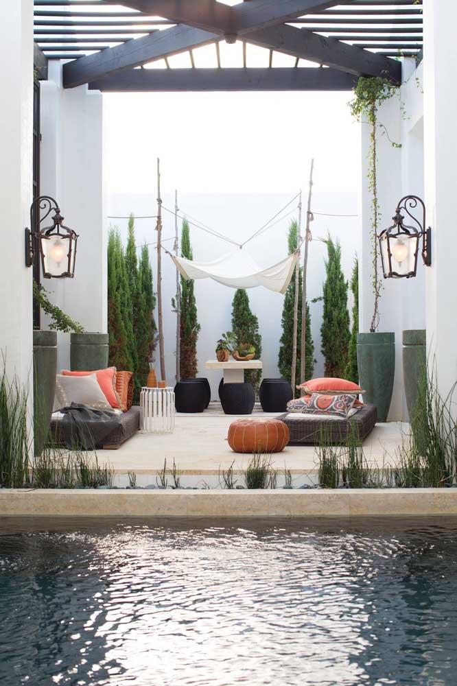 Arandelas externas de ferro e estilo provençal para combinar com o estilo da decoração do jardim