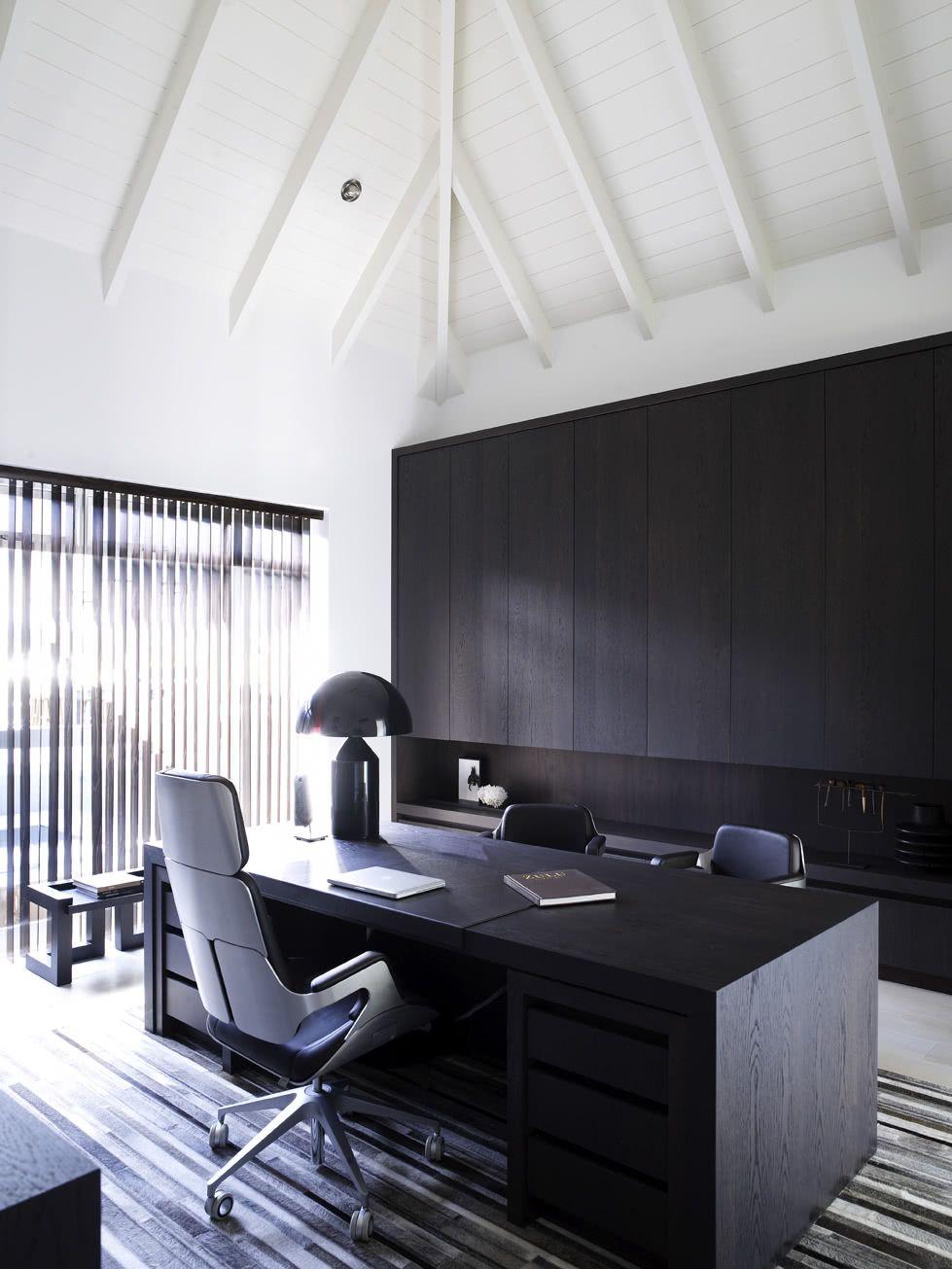 Já para pisos com tapetes ou carpetes, o rodizio duro tipo H é o ideal.