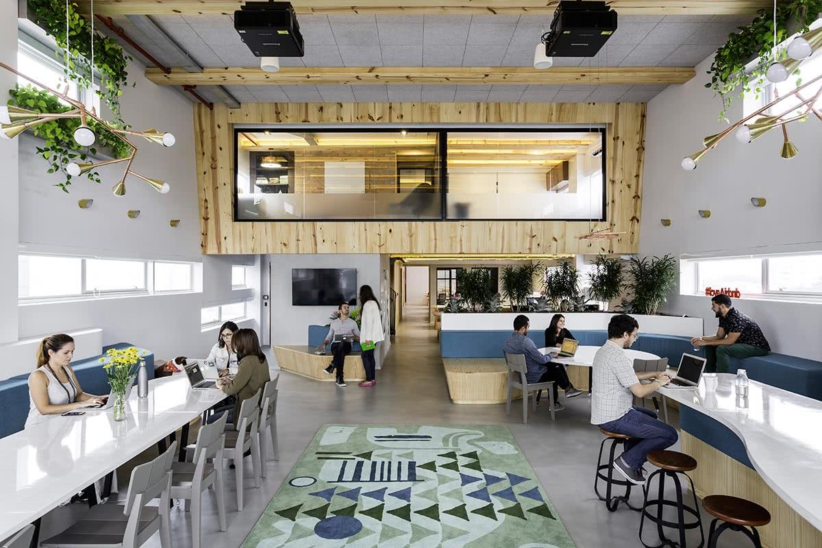 O coworking se tornou um espaço procurado para profissionais autônomos.