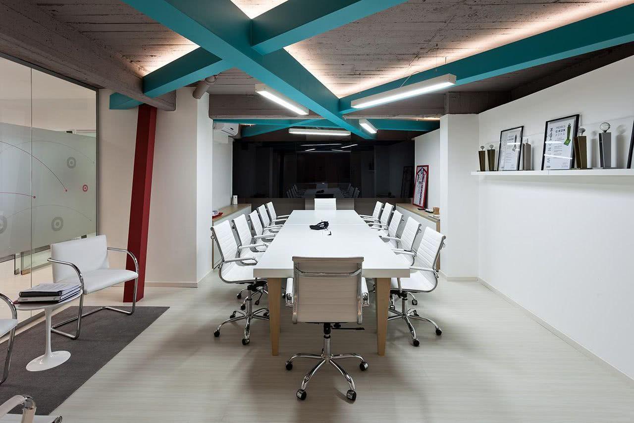 Cadeiras com rodízio para sala de reunião.