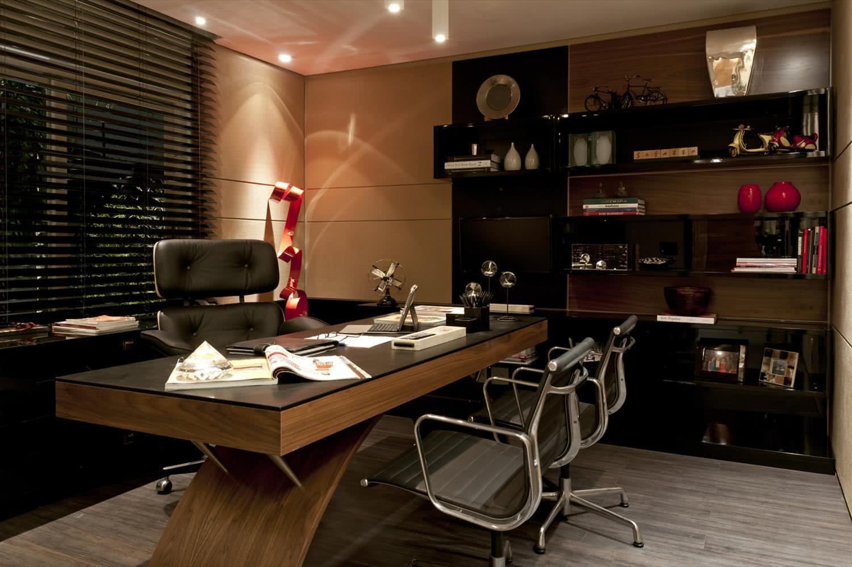 Cadeira de couro para escritório.