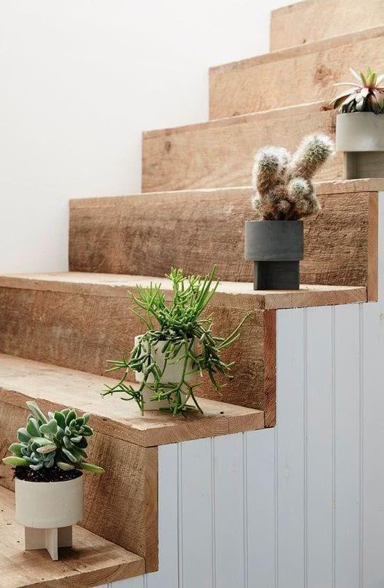 Já pensou posicioná-los em cada degrau da escada?