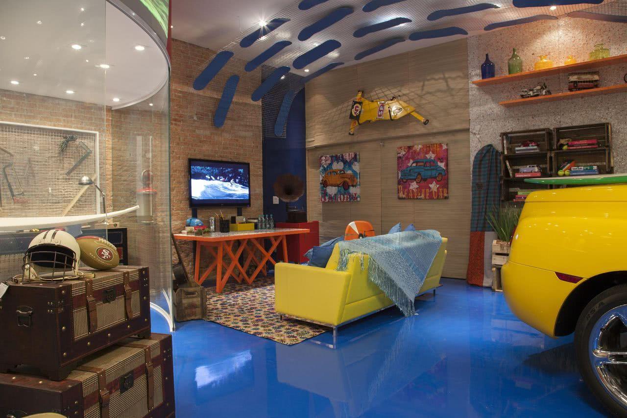 O piso epóxi é um modelo que está em alta na decoração e pode revestir sua garagem interna