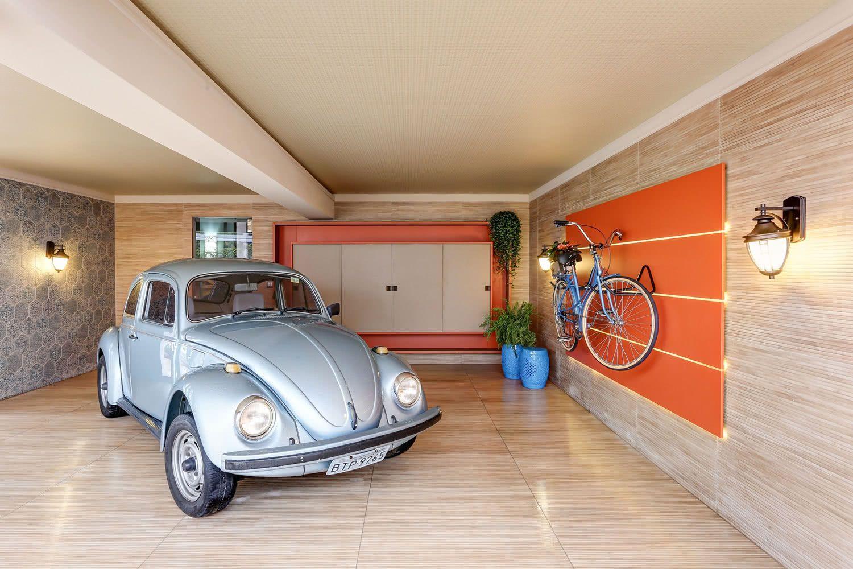 Combine o mesmo material para revestir o piso e as paredes da garagem