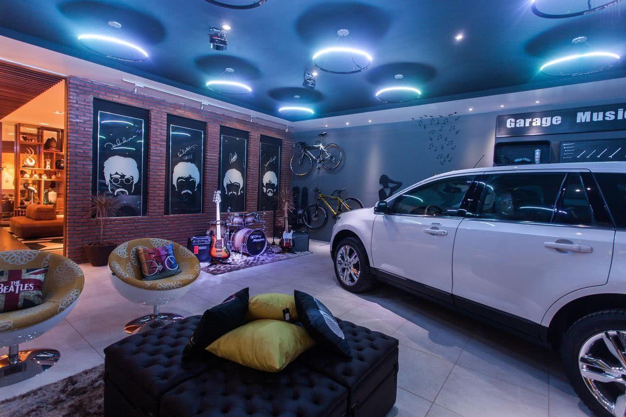 Garagem integrada com espaço de convivência