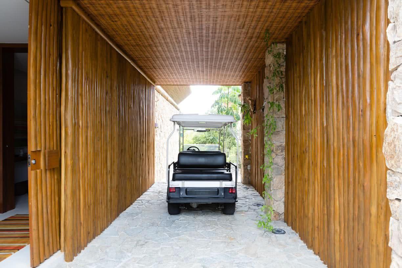 Garagem com piso de pedra