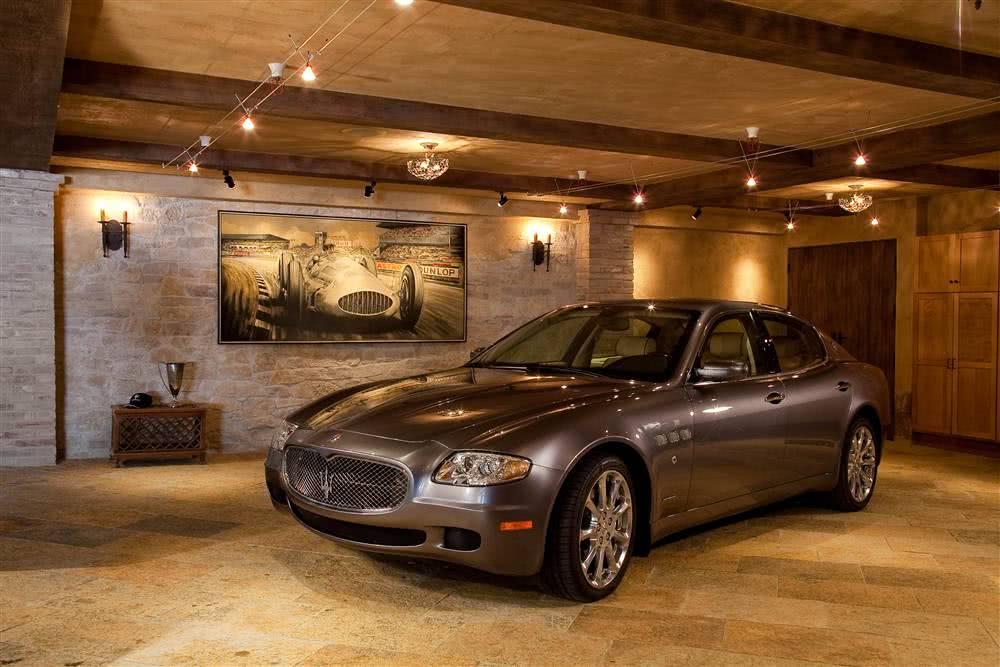 Garagem com piso de pedra mineira