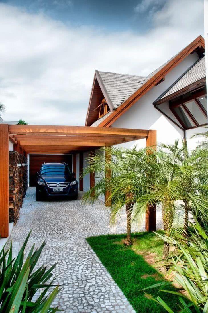 Garagem com piso de pedra portuguesa