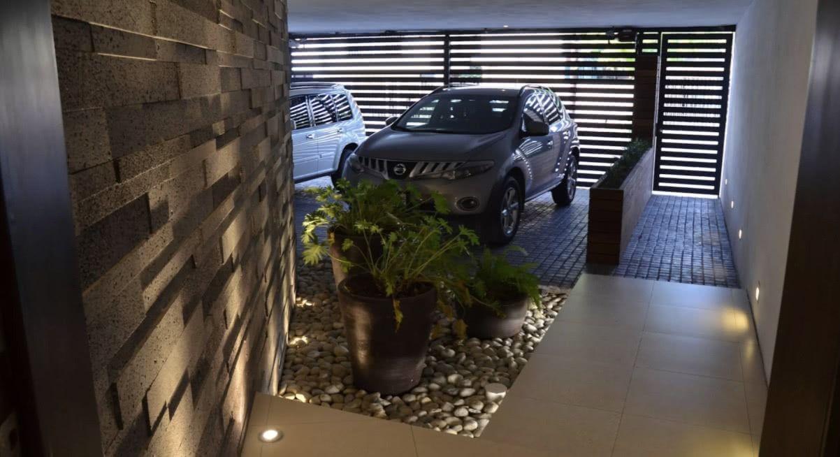 Garagem com piso em blocos pequenos de pedra