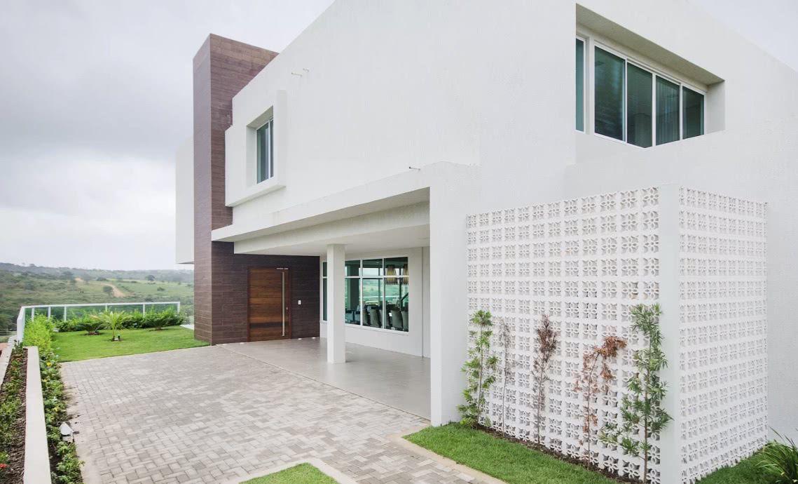 Garagem interna e externa com pisos diferentes