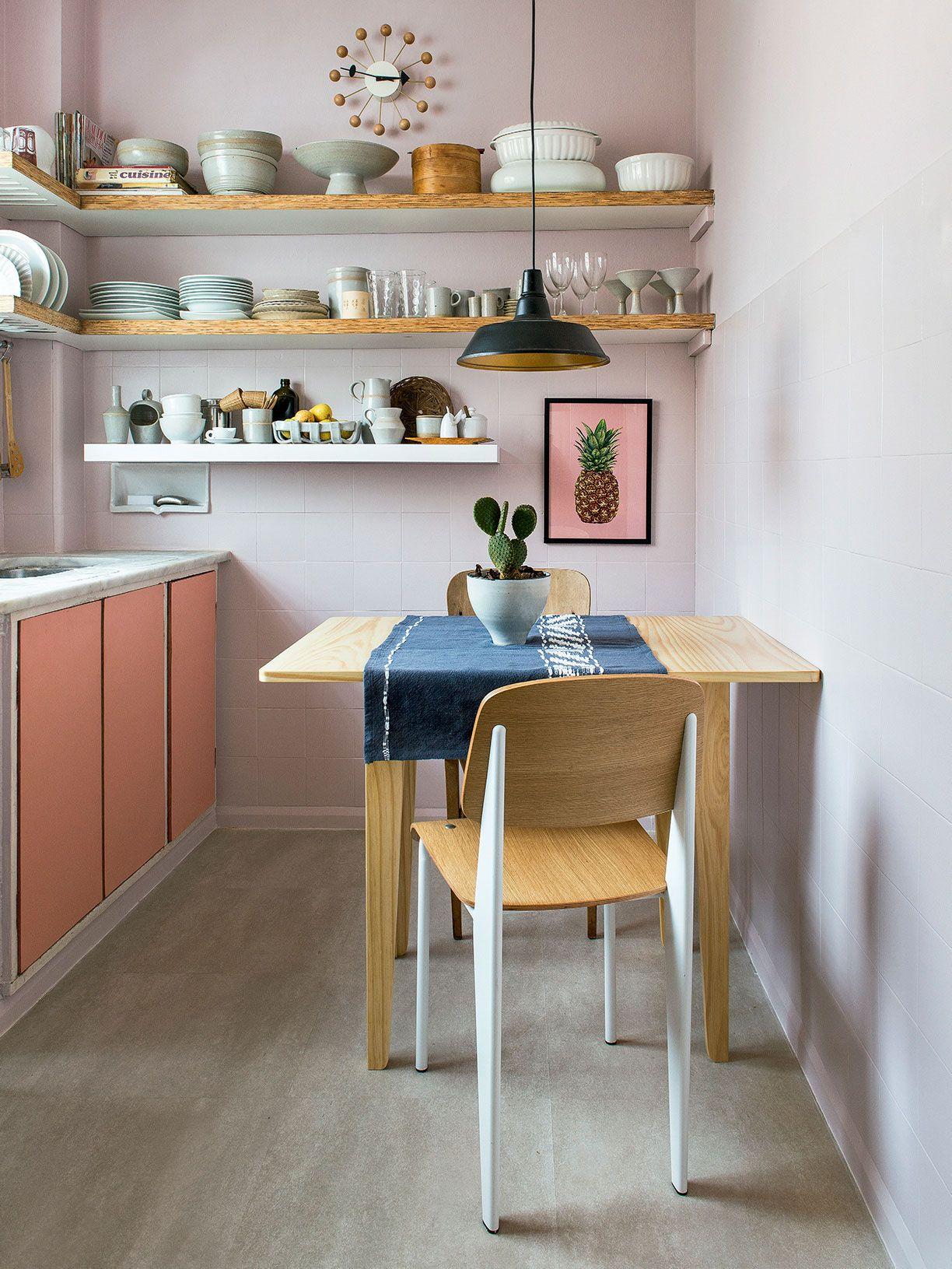 Com o orçamento baixo, o projeto reutilizou alguns elementos existentes dessa cozinha.