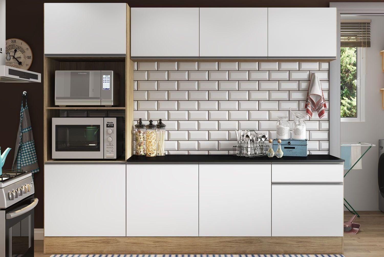 Os azulejos de metrô deixam qualquer cozinha mais atual.