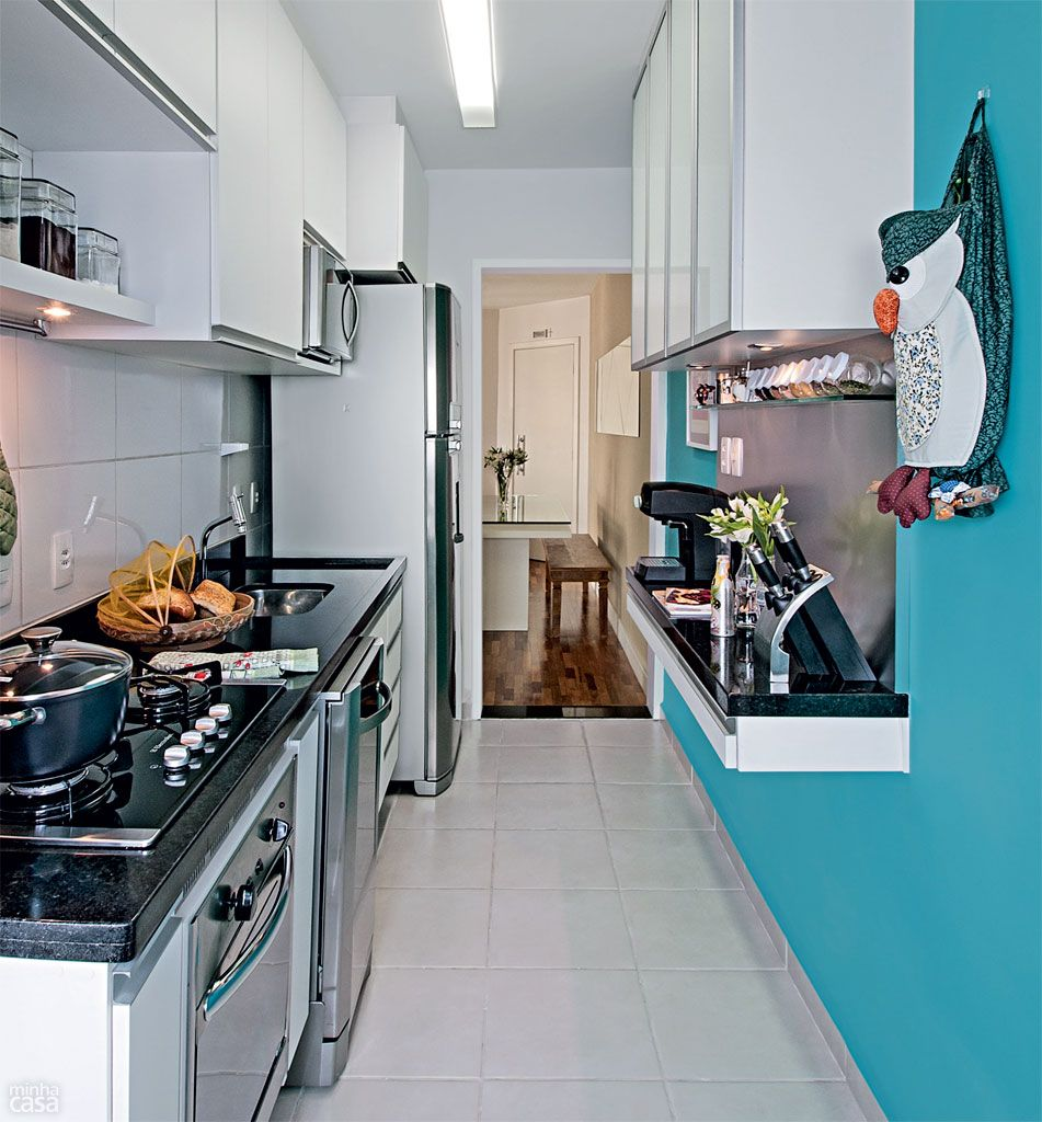 A pintura em uma das paredes é uma forma de mudar o visual de sua cozinha.