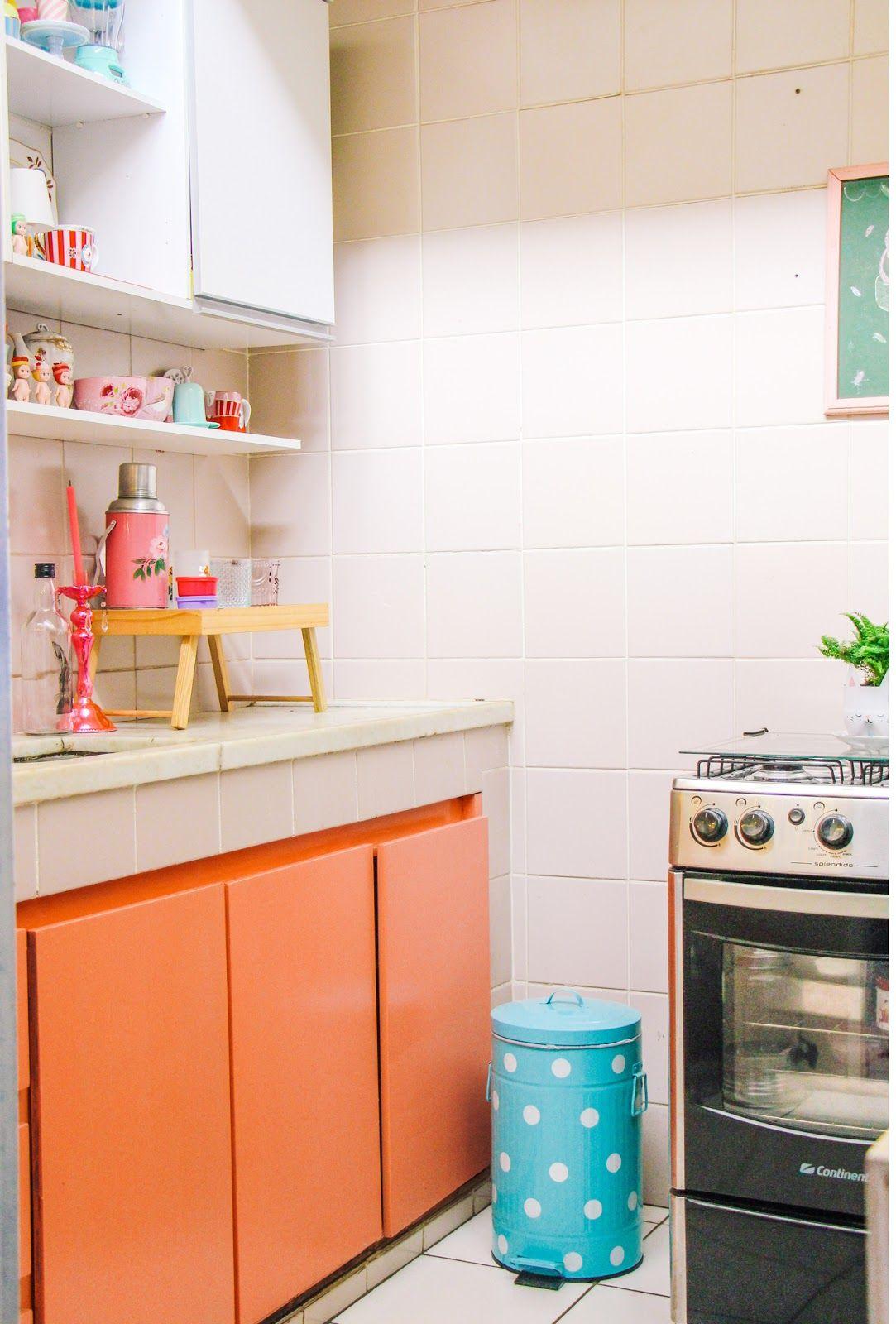 E para o cenário ficar ainda mais perfeito, opte por armários coloridos.