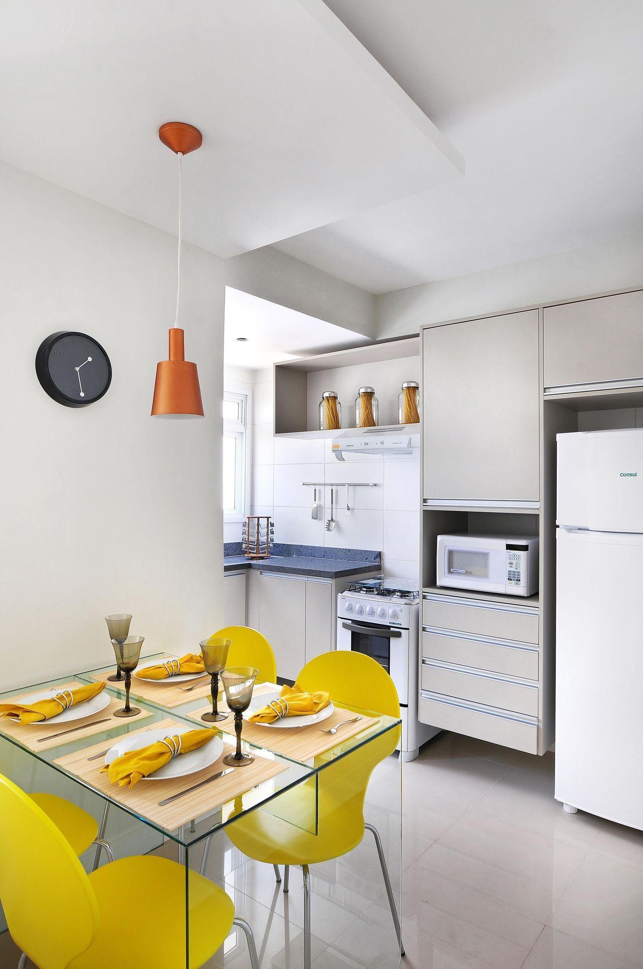 A mesa de jantar dentro ou integrada a cozinha merece uma atenção especial.