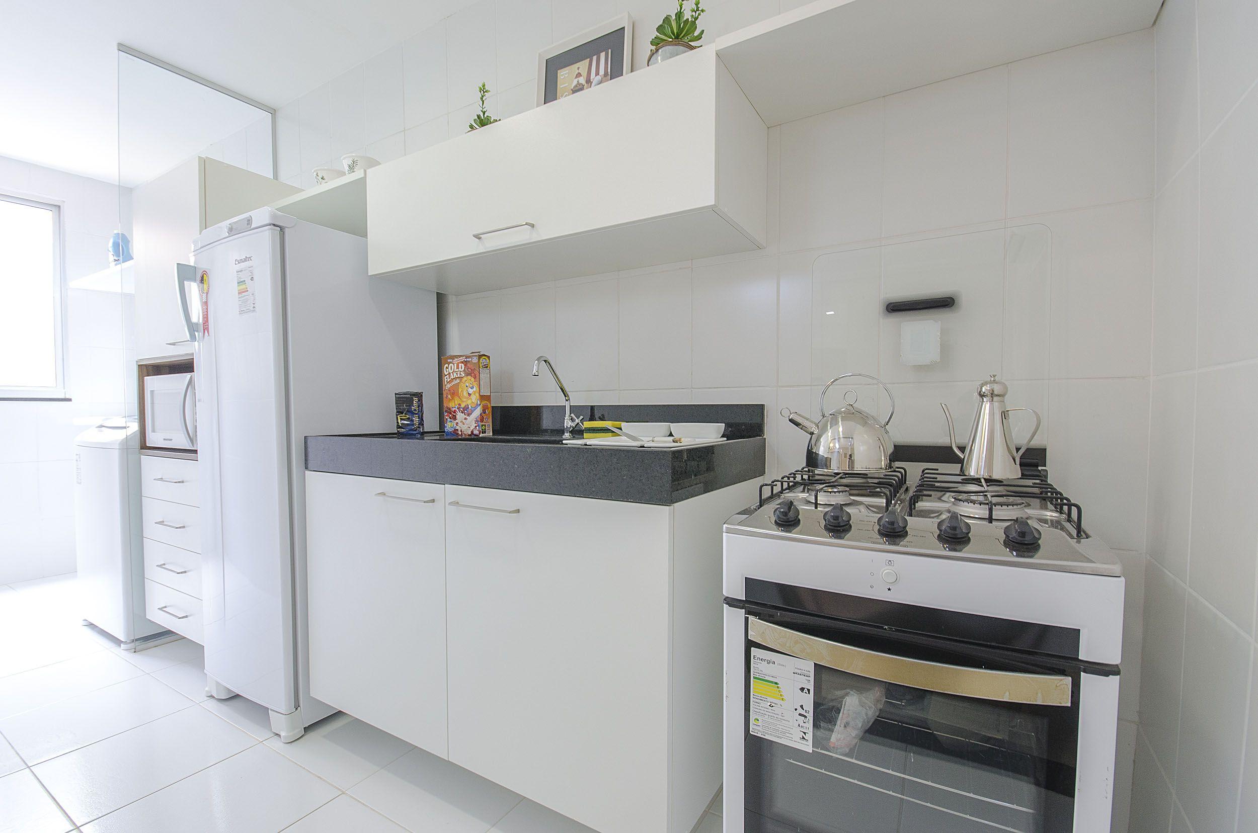 Mesmo com uma decoração simples a cozinha conta com um funcionamento prático.