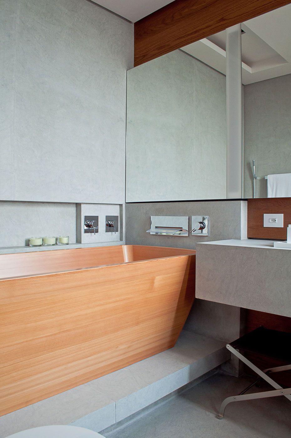 Banheira de madeira